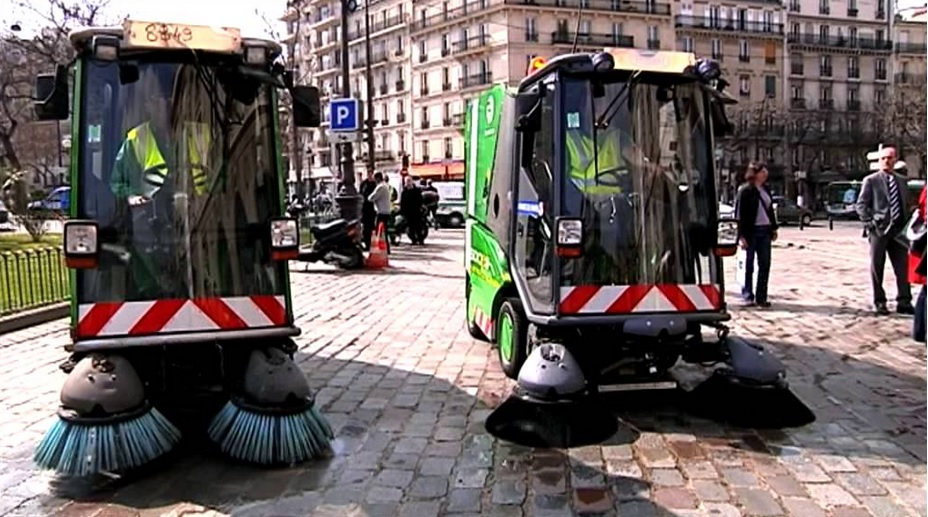 little green road sweeper in paris thebluepolarbear. Black Bedroom Furniture Sets. Home Design Ideas